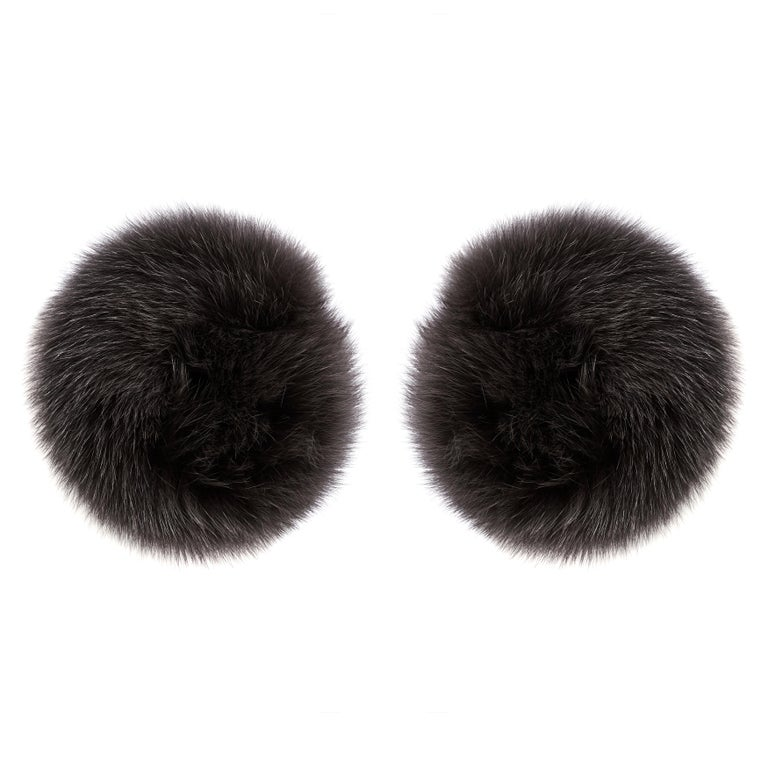 Verheyen London Snap on Fox Cuffs are the perfect accessory for winter/autumn dressing. Wear over any jumper or coat, these cuffs will jazz up any look and keep you staying cosy with style.   Size - Double   All fur is origin assured and ethically