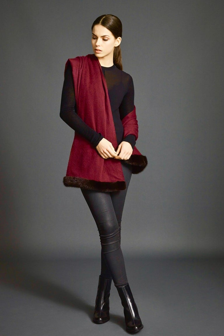 Verheyen London Mink Fur Trimmed Cashmere Scarf in Burgundy - Brand New  In New Condition For Sale In London, GB