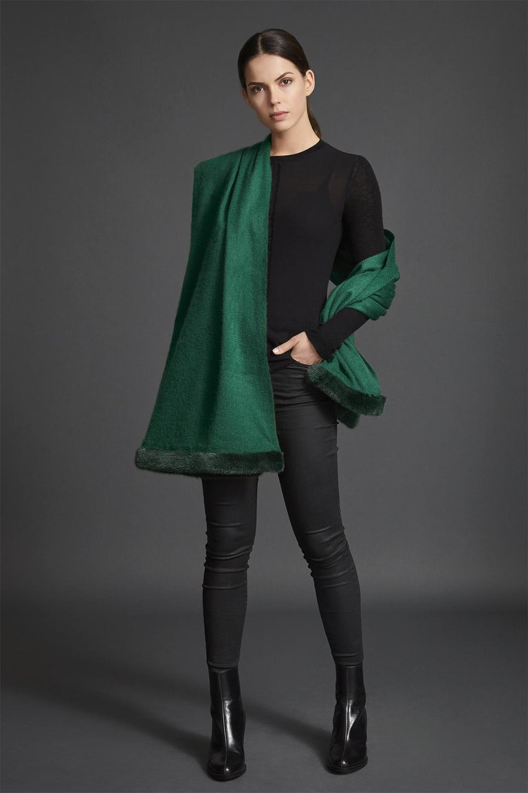 Verheyen London Mink Fur Trimmed Cashmere Shawl Scarf in Forest Green Brand New  In New Condition For Sale In London, GB