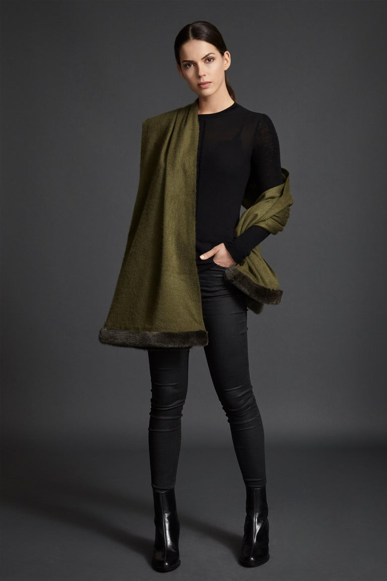 Verheyen London Mink Fur Trimmed Cashmere Shawl Scarf in Olive - Brand New In New Condition For Sale In London, GB