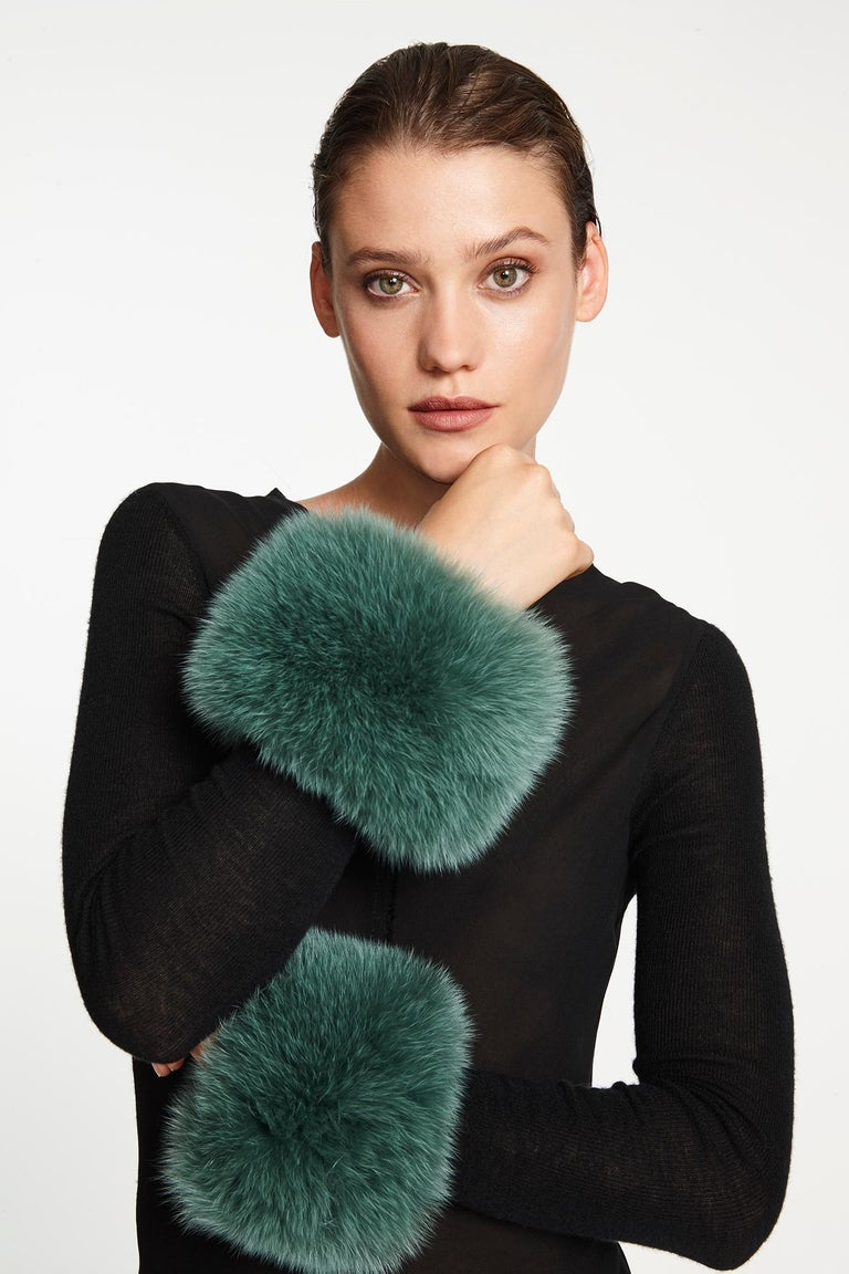 Verheyen London Snap on Jade Green Fox Fur Cuffs  - Brand New   Verheyen London Snap on Fox Cuffs are the perfect accessory for winter/autumn dressing. Wear over any jumper or coat, these cuffs will jazz up any look and keep you staying cosy with