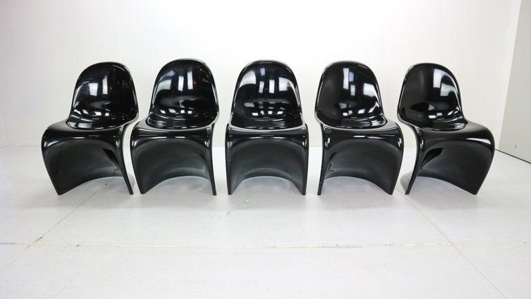 Mid-20th Century Verner Panton Set of 5 Black Gloss Fiberglass Chairs