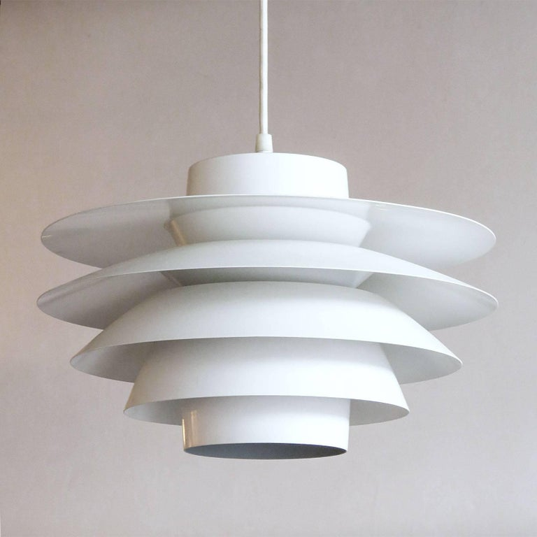 Wonderful tiered 'Verona' pendant, designed by Sven Middleboe for Nordisk Solar Compagni in Denmark in 1962. This all white, five ringed aluminum pendant is perfect for above a dining table, providing a nice soft diffused light, marked. One E26
