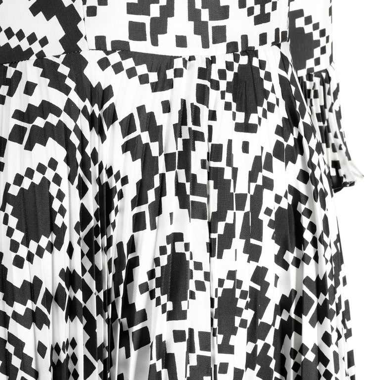 Veronica at Rembrandt Vintage 1960s Geometric Print Monochrome Dress In Excellent Condition For Sale In London, GB