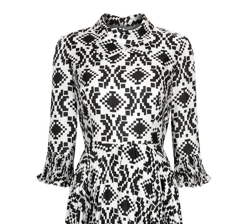 Women's Veronica at Rembrandt Vintage 1960s Geometric Print Monochrome Dress For Sale