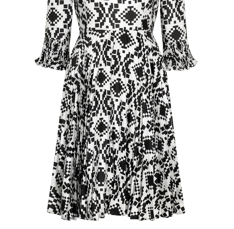 Veronica at Rembrandt Vintage 1960s Geometric Print Monochrome Dress For Sale 1