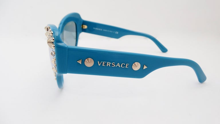 Versace 2000s Studded Cat-Eye Sunglasses In New Condition For Sale In Scottsdale, AZ