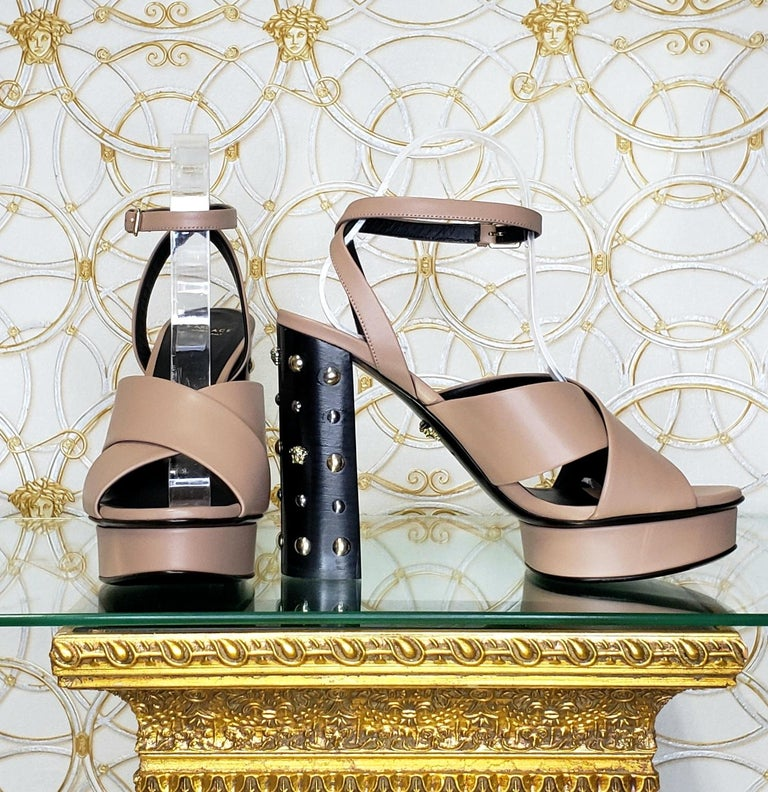 VERSACE BEIGE LEATHER SANDALS SHOES with GOLD MEDUSA STUDS 36.5, 40.5 For Sale 1