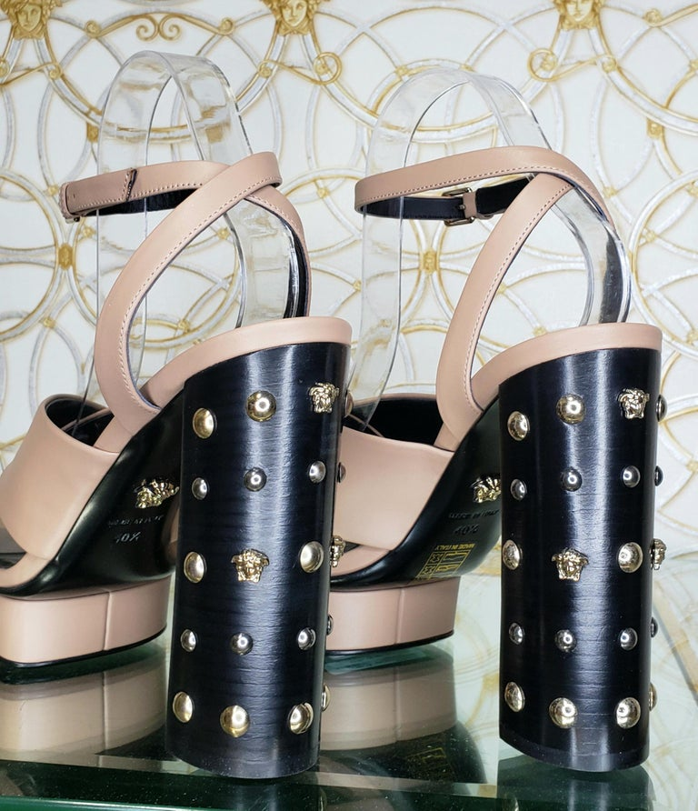 VERSACE BEIGE LEATHER SANDALS SHOES with GOLD MEDUSA STUDS 36.5, 40.5 For Sale 2