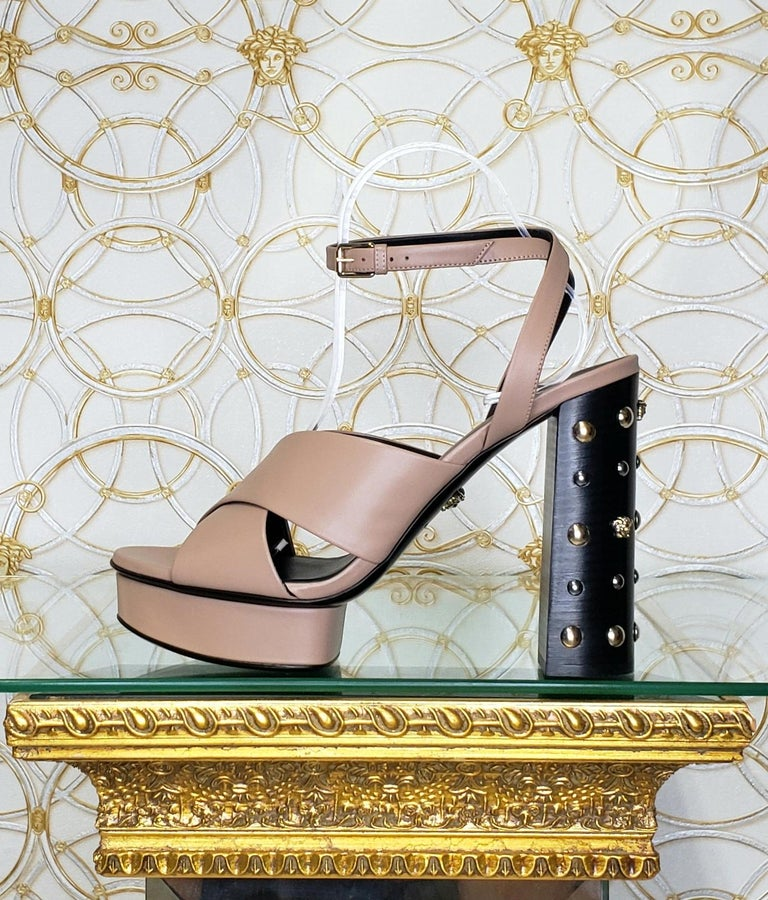 VERSACE BEIGE LEATHER SANDALS SHOES with GOLD MEDUSA STUDS 36.5, 40.5 For Sale 4