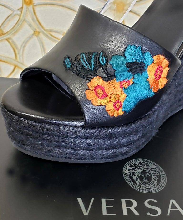 VERSACE BLACK LEATHER and FLORAL EMBROIDERED WEDGE SANDALS 38, 38.5, 39, 40 For Sale 3