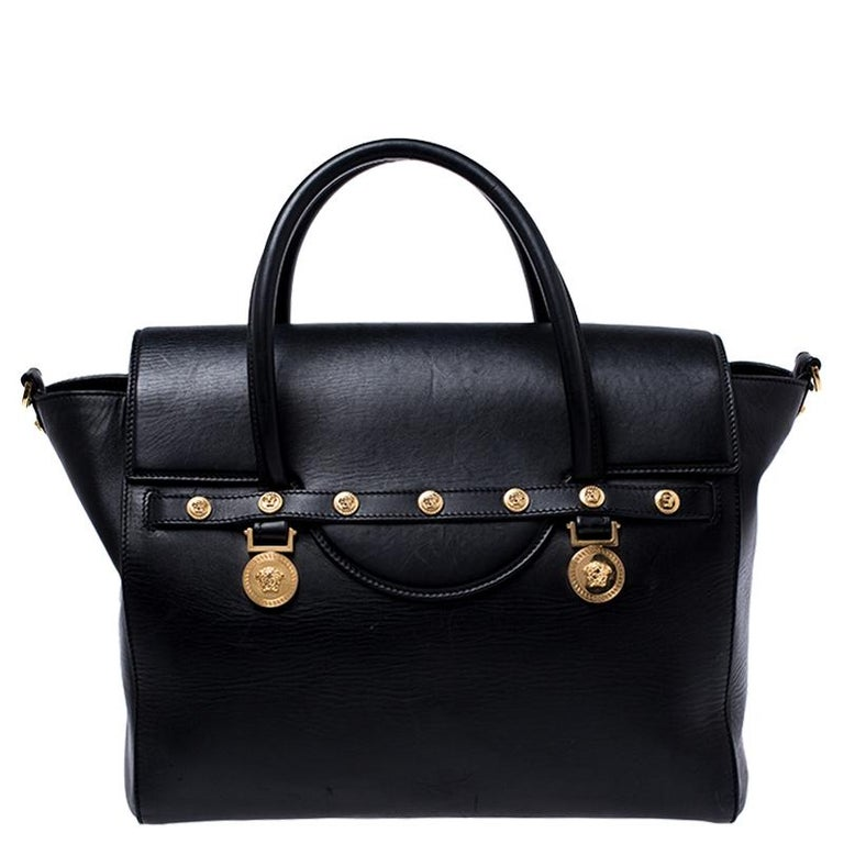 Sophisticated and luxe, this bag from Versace definitely needs to be on your wishlist. The bag is crafted from leather in a lovely black shade and it features a structured silhouette. It flaunts dual handles, a removable shoulder strap and the