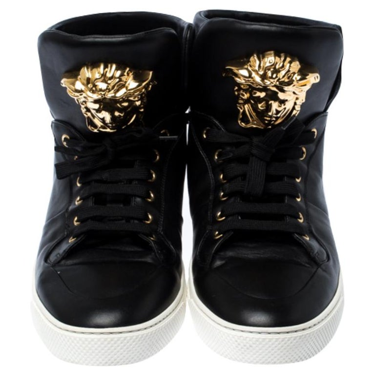 Versace Black Leather Medusa Lace High Top Sneakers Size 44 In Good Condition For Sale In Dubai, Al Qouz 2