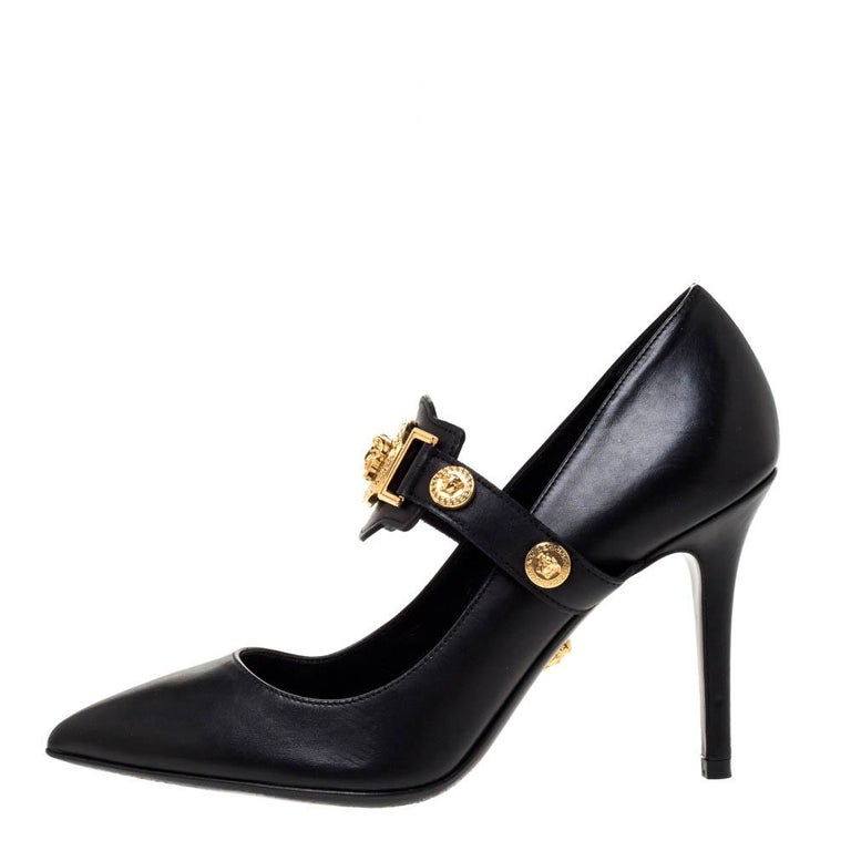 Designed to perfection, these pointed-toe pumps are from the famous luxury house of Versace. They are covered in leather, detailed with the Medusa logo and balanced on 10 cm heels. Feel your best every time you slip into these black pumps.
