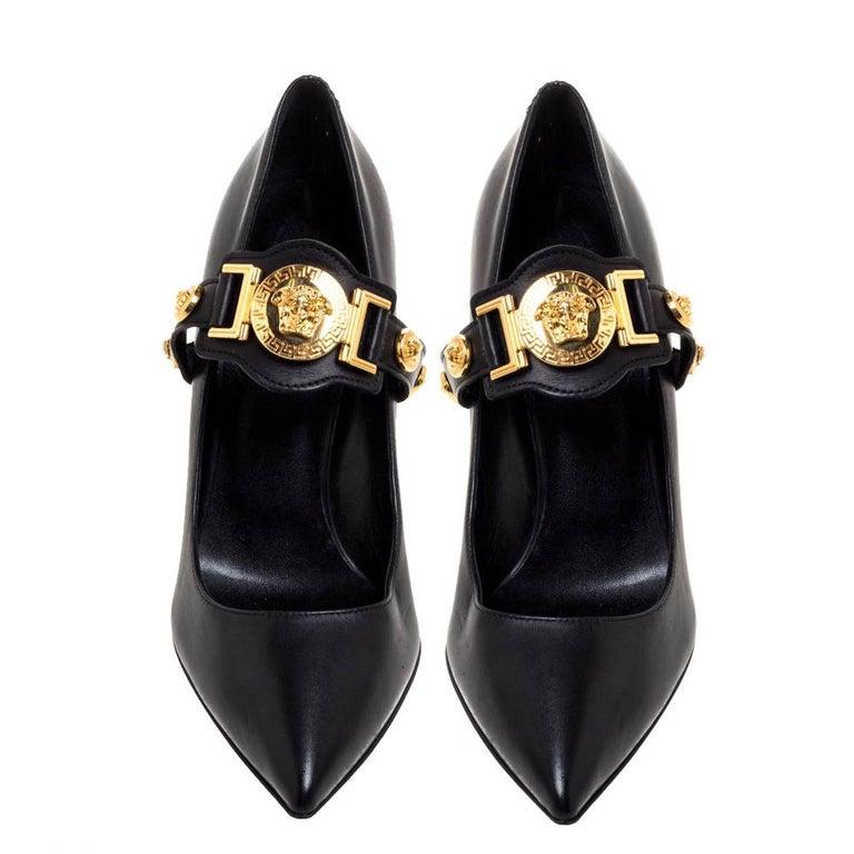 Versace Black Leather Medusa Strap Pointed Toe Pumps Size 36 In Good Condition For Sale In Dubai, Al Qouz 2
