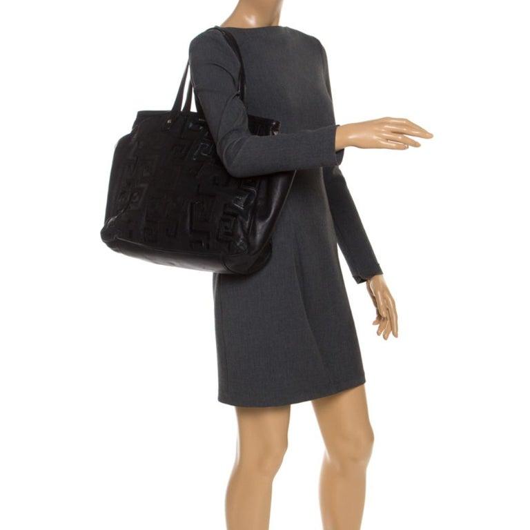 Versace Black Leather Shopper Tote In Good Condition For Sale In Dubai, Al Qouz 2