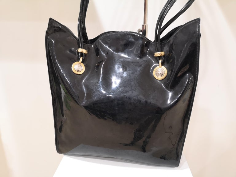 Versace black patent leather shoulder bag For Sale 5