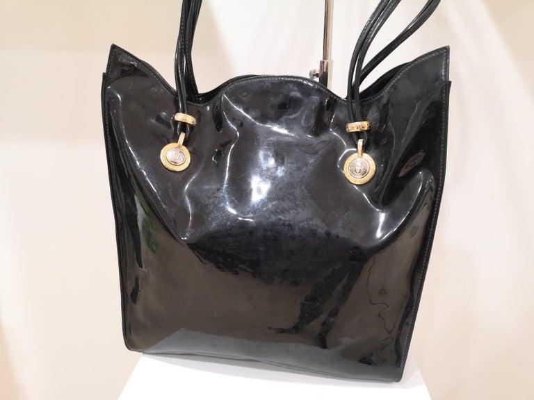 Versace black patent leather shoulder bag For Sale 6