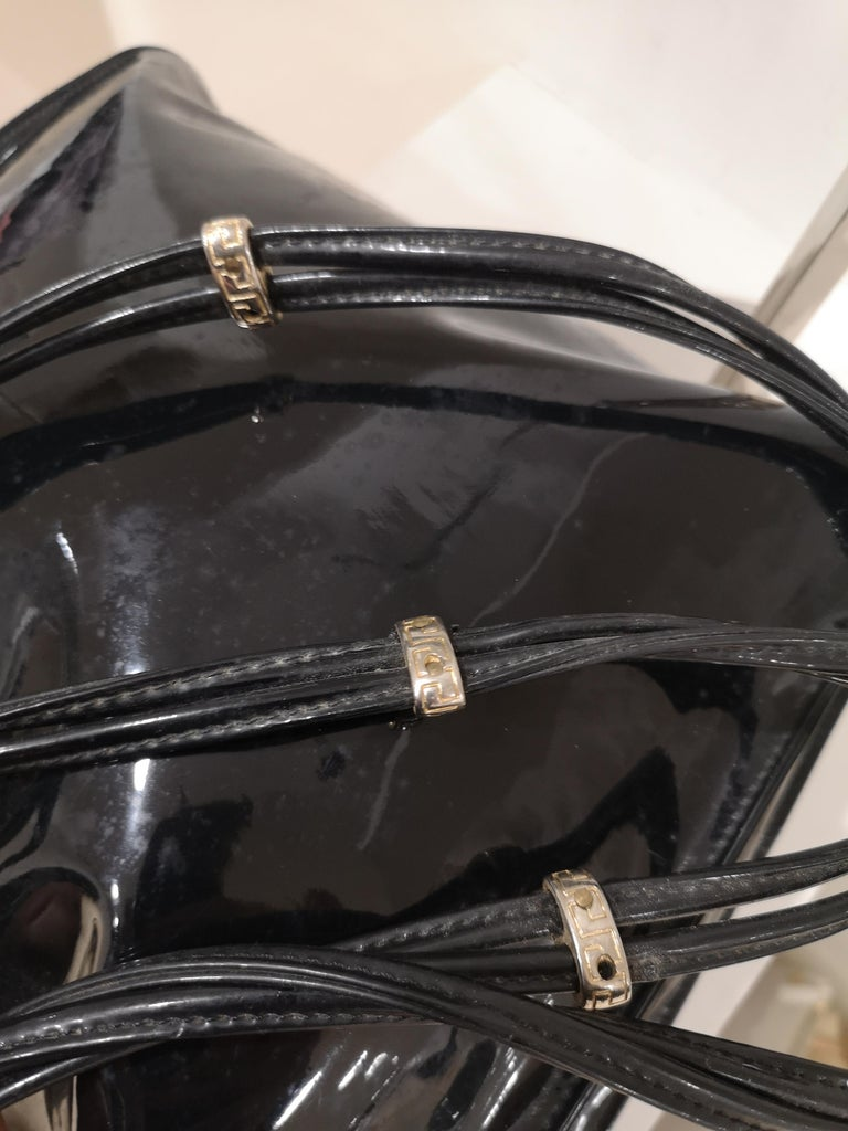 Women's Versace black patent leather shoulder bag For Sale