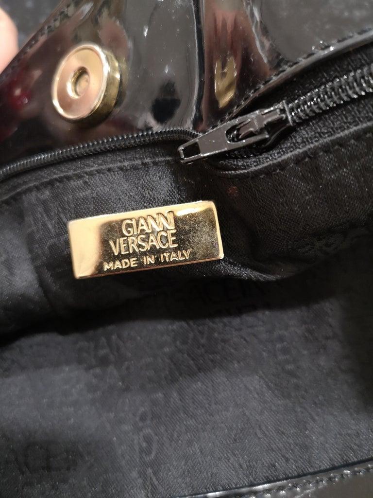 Versace black patent leather shoulder bag For Sale 3