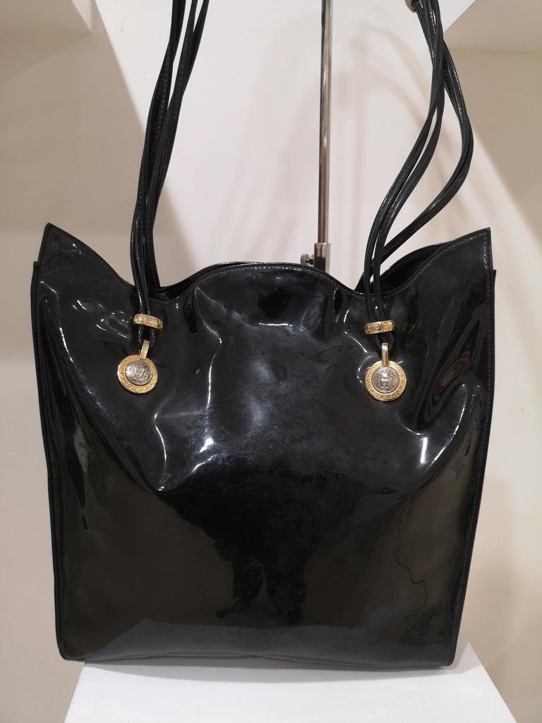Versace black patent leather shoulder bag For Sale 4