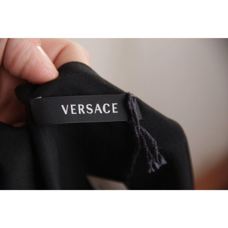VERSACE Black Pure Silk WRAP DRESS w/ Blouson Sleeves SIZE 40 For Sale 3