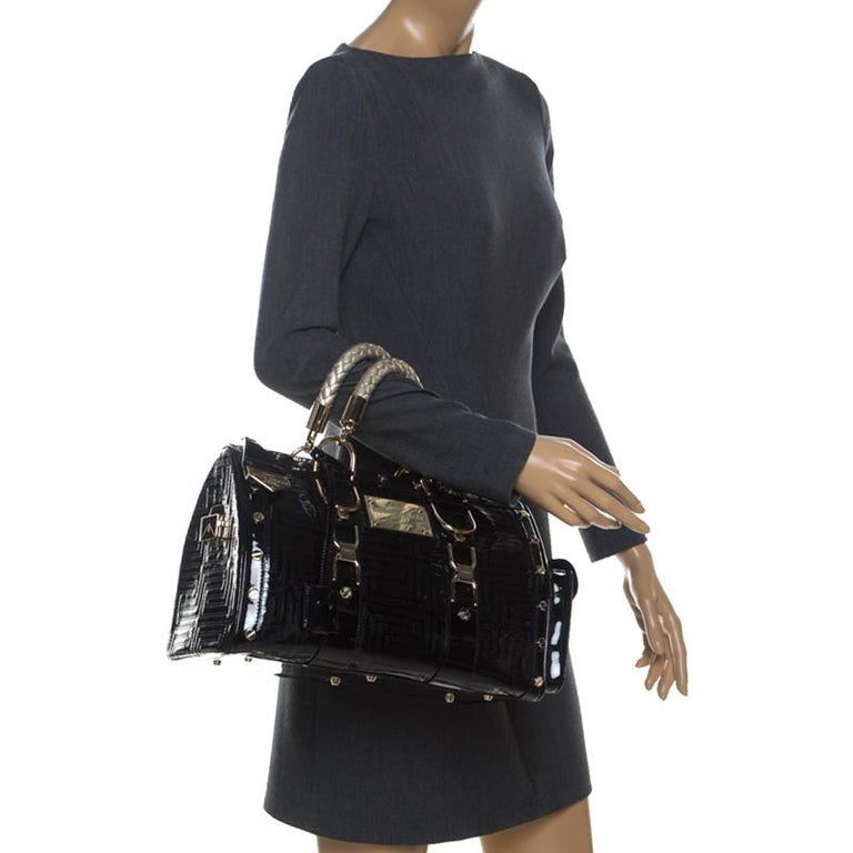 Versace Black Quilted Patent Leather Snap Out Of It Satchel In Good Condition For Sale In Dubai, Al Qouz 2