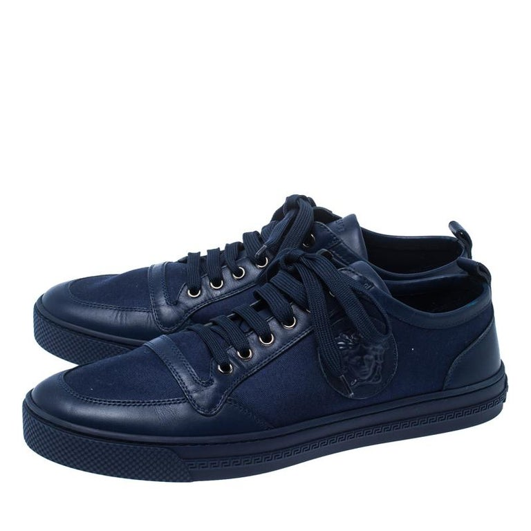 Versace Blue Canvas and Leather Medusa Head Low Top Sneakers Size 43.5 In Good Condition For Sale In Dubai, Al Qouz 2