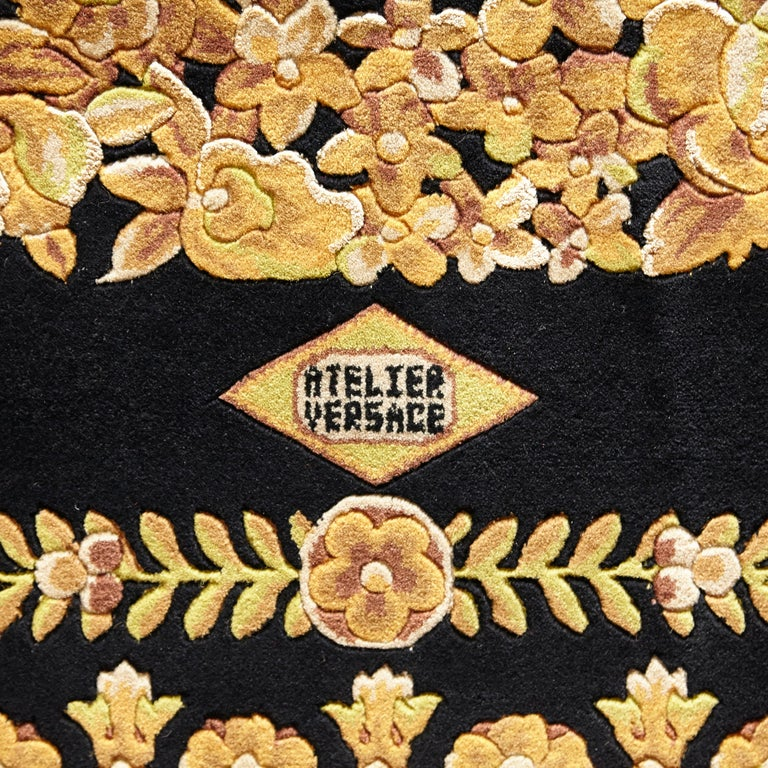 Versace Collection Rug Petit Barocco Nero Black Gold, 1980 In Good Condition For Sale In Barcelona, Barcelona