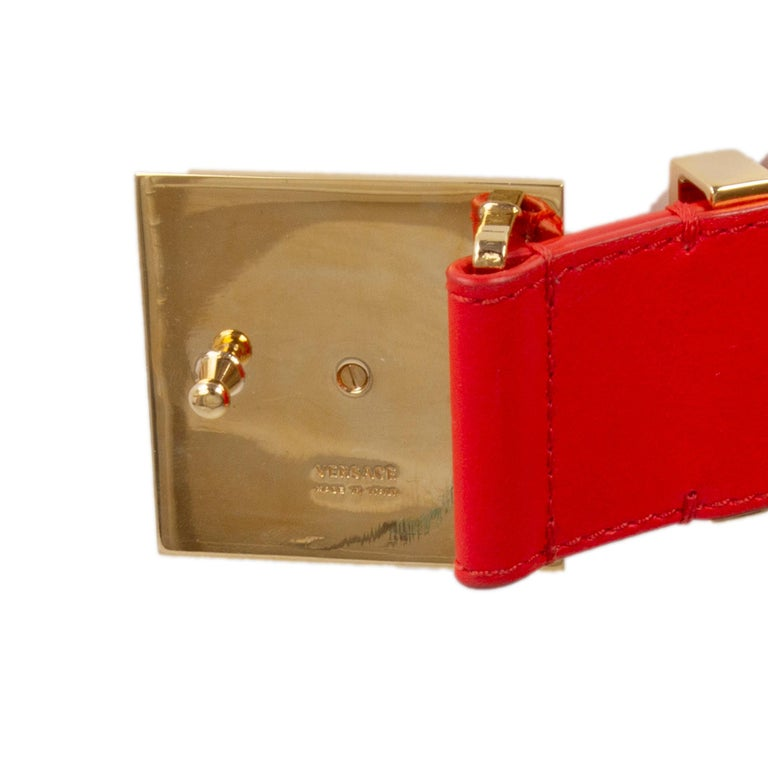 VERSACE coral red leather & gold MEDUSA BUCKLE Belt 75 In Excellent Condition In Zürich, CH