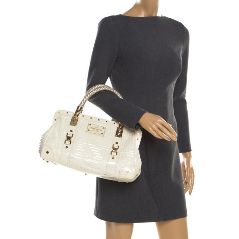Versace Cream Quilted Patent Leather Snap Out Of It Satchel In Fair Condition For Sale In Dubai, Al Qouz 2