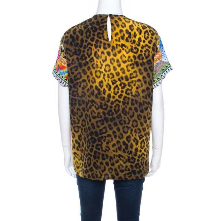 This is a must-have creation from Versace that lends elegance to your ensemble. This luxurious piece is adorned with a leopard print all over along with the signature Medusa print at the front. Tailored in 100% silk, this blouse echoes a
