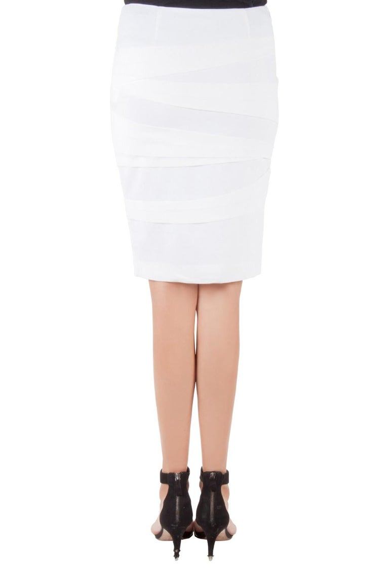Versace, the fashion house that is best known for its rich designs brings to us another classy piece. Tailored from a comfortable fabric blend, the off white pencil skirt is just what you need to create a simple look with great style. Highlighted by