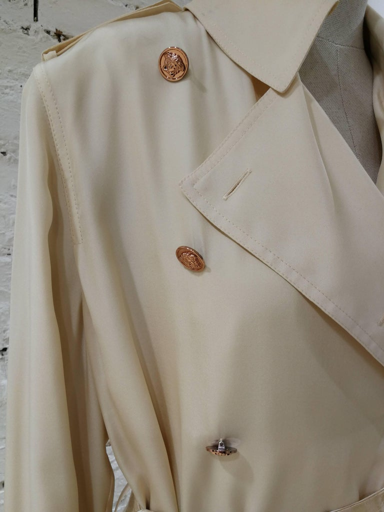 Versace Off White silk Trench  In Excellent Condition For Sale In Capri, IT