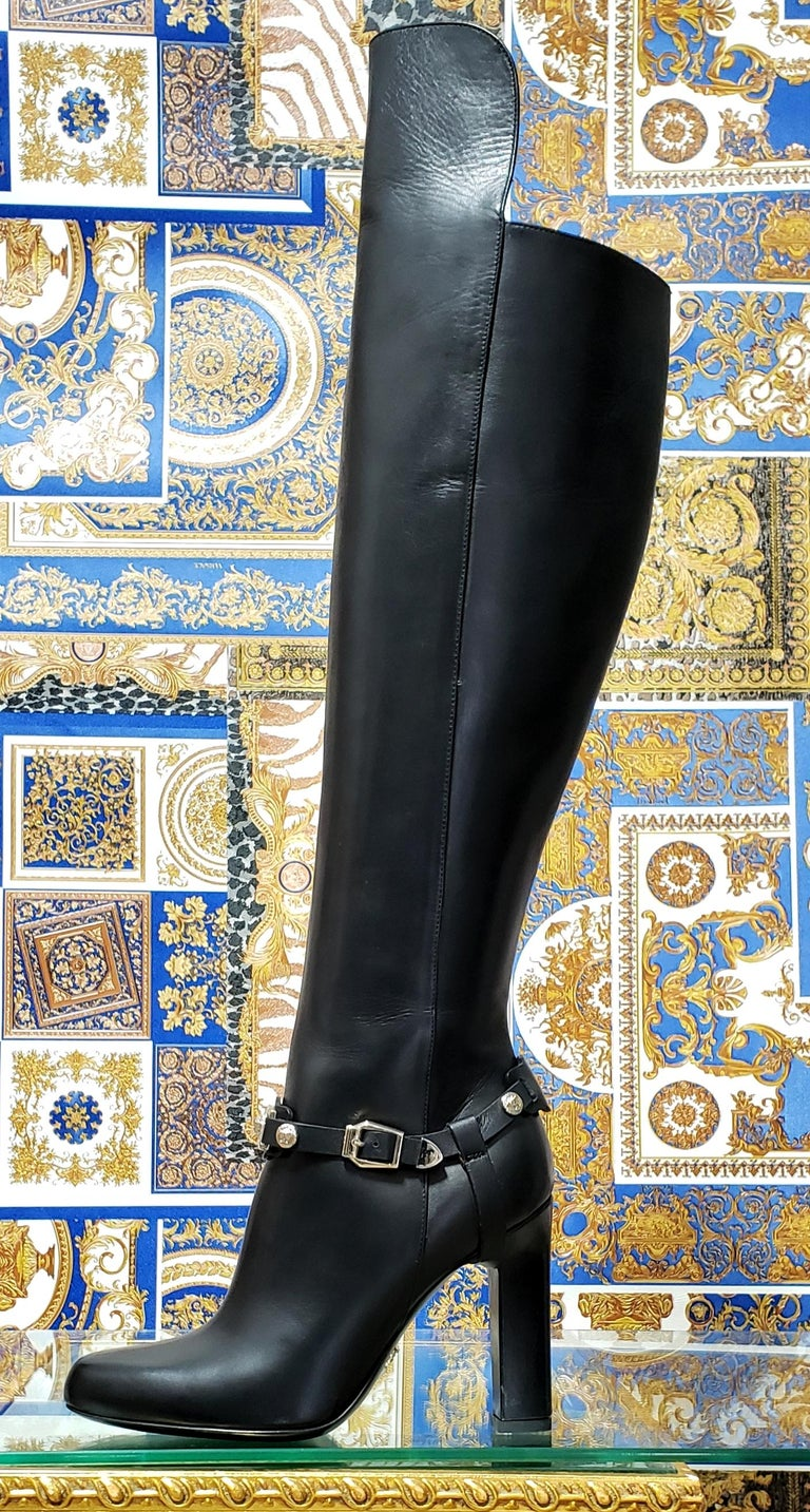 VERSACE OVER-THE-KNEE BLACK LEATHER HORSE RIDING STYLE Boots w/HIGH HEELS 35 - 5 For Sale 2