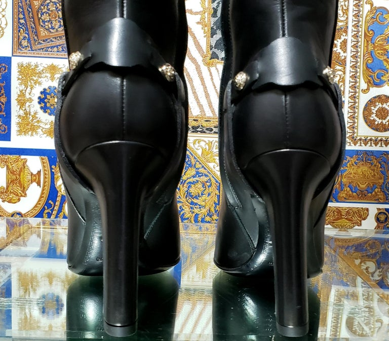 VERSACE OVER-THE-KNEE BLACK LEATHER HORSE RIDING STYLE Boots w/HIGH HEELS 35 - 5 For Sale 4