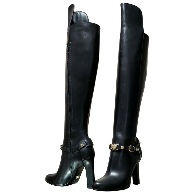 VERSACE OVER-THE-KNEE BLACK LEATHER HORSE RIDING STYLE Boots w/HIGH HEELS 35 - 5 For Sale