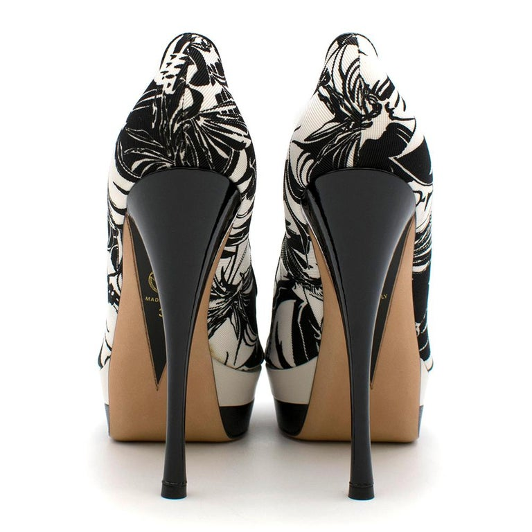 Black Versace Printed Platform Peep-Toe Pumps 38 For Sale