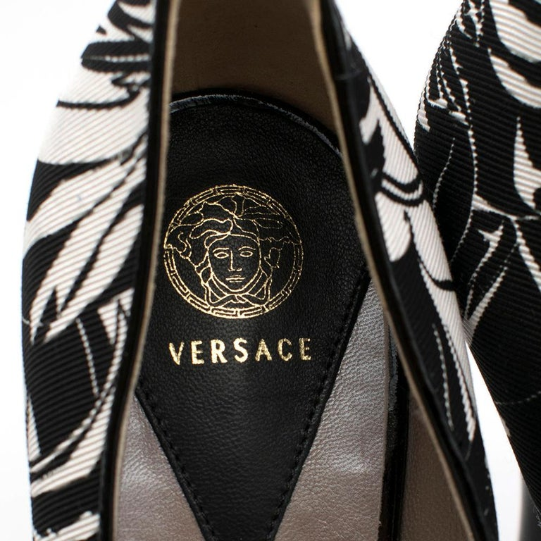 Versace Printed Platform Peep-Toe Pumps 38 For Sale 3