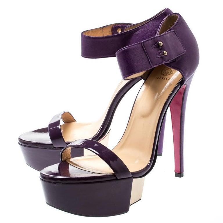 Versace Purple Patent Leather And Leather Ankle Strap Platform Sandals Size 40 In Excellent Condition In Dubai, Al Qouz 2