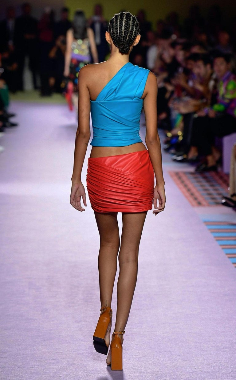 Versace Red Leather Asymmetrical Ruched Mini Skirt Size 40 For Sale 7