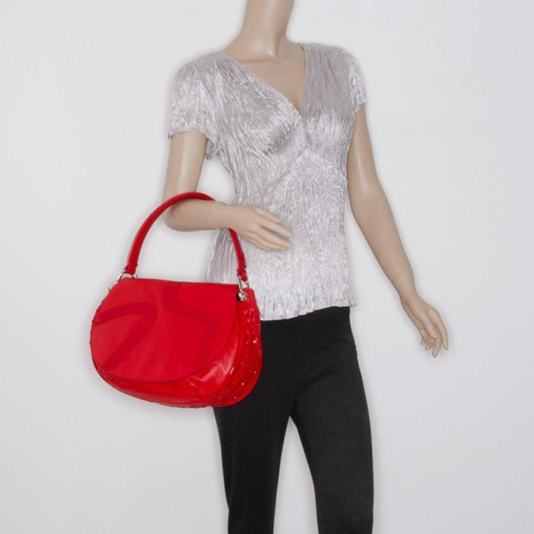 Versace Red Rounded Flap Shoulder Bag In Good Condition For Sale In Dubai, Al Qouz 2