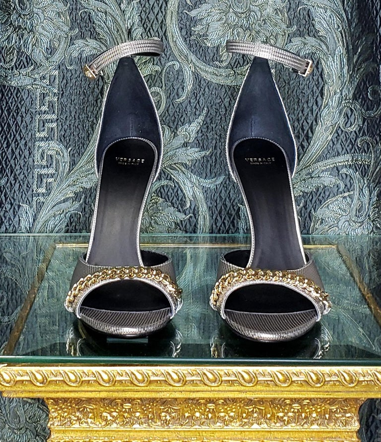 VERSACE SILVER LEATHER SANDALS SHOES with GOLD CHAIN 40 - 10 For Sale 1