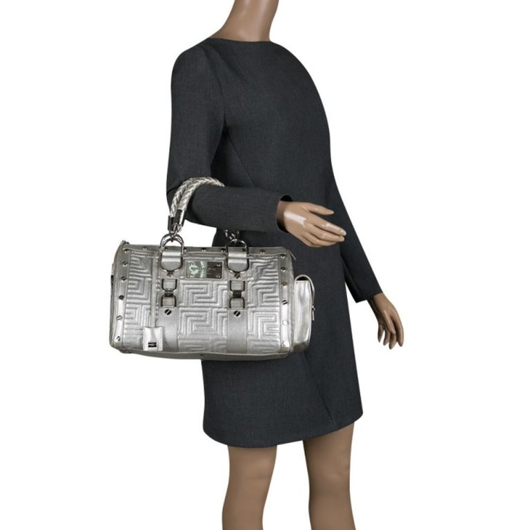 Versace Silver Quilted Patent Leather Snap Out Of It Satchel In Good Condition For Sale In Dubai, Al Qouz 2