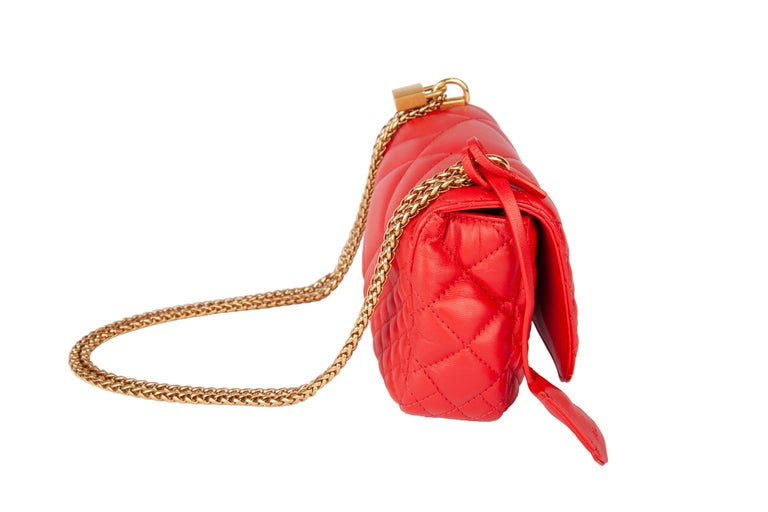 Versace Small Red Quilted Leather Icon Shoulder Bag with Gold Tone Chain In New Condition For Sale In Paradise Island, BS