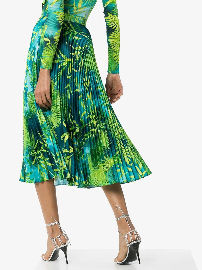 Blue Versace Spring 2020 Verde Jungle Print Pleated High Rise Midi Skirt Size 38 For Sale