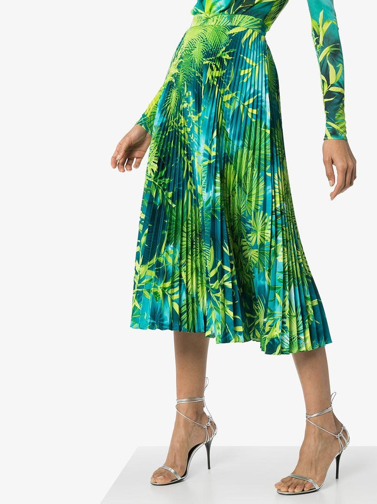 Versace Spring 2020 Verde Jungle Print Pleated High Rise Midi Skirt Size 38 In New Condition For Sale In Paradise Island, BS
