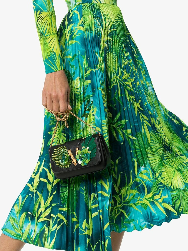 Women's Versace Spring 2020 Verde Jungle Print Pleated High Rise Midi Skirt Size 38 For Sale