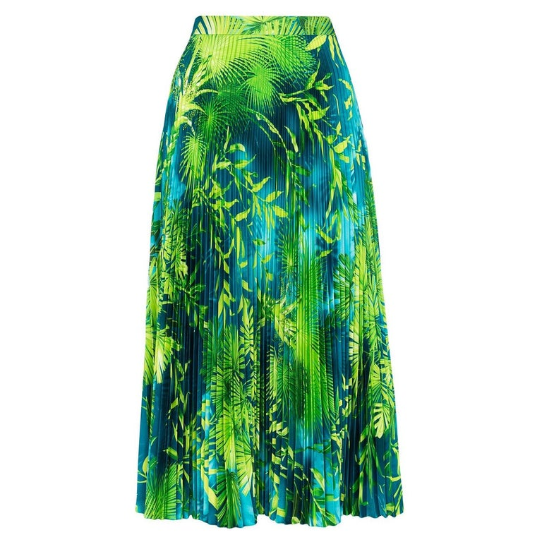 Versace Spring 2020 Verde Jungle Print Pleated High Rise Midi Skirt Size 38 For Sale