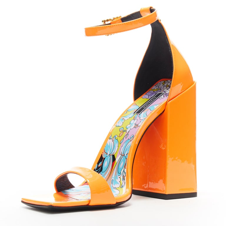 VERSACE SS19 Runway neon orange open toe square chunky heel sandals EU40 In Excellent Condition For Sale In Hong Kong, NT